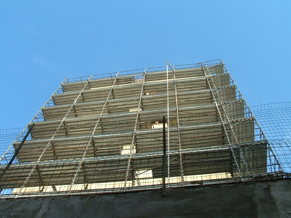 On building site, 1st month - In cantiere, 1° mese (3/6)