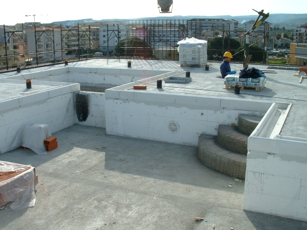 On building site, 1st month - In cantiere, 1° mese (6/6)
